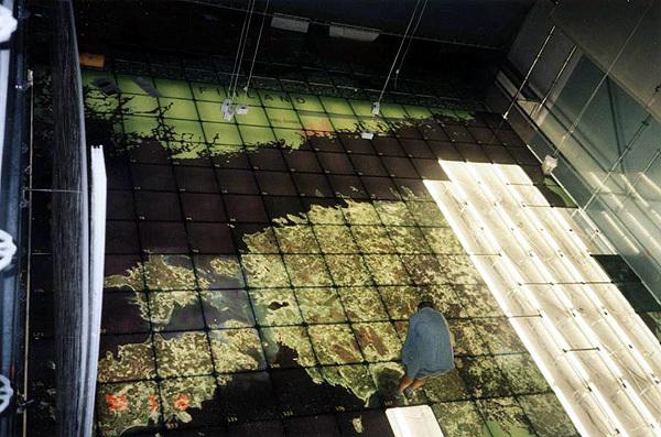 Klaasist põrand Eesti Vabariigi kaardiga maailmanäitusel